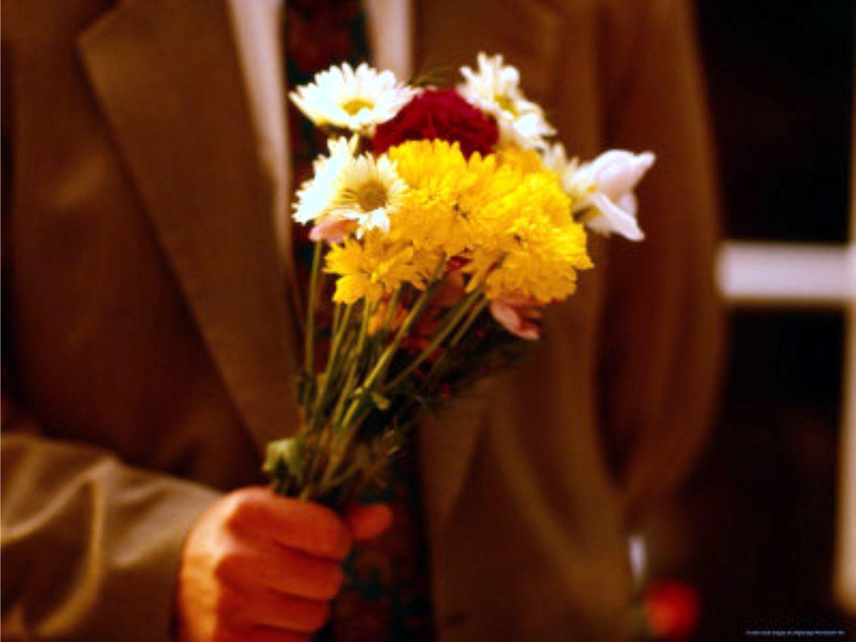 Как выбрать цветы для мужчины? Как нужно преподносить подарок мужчине.
