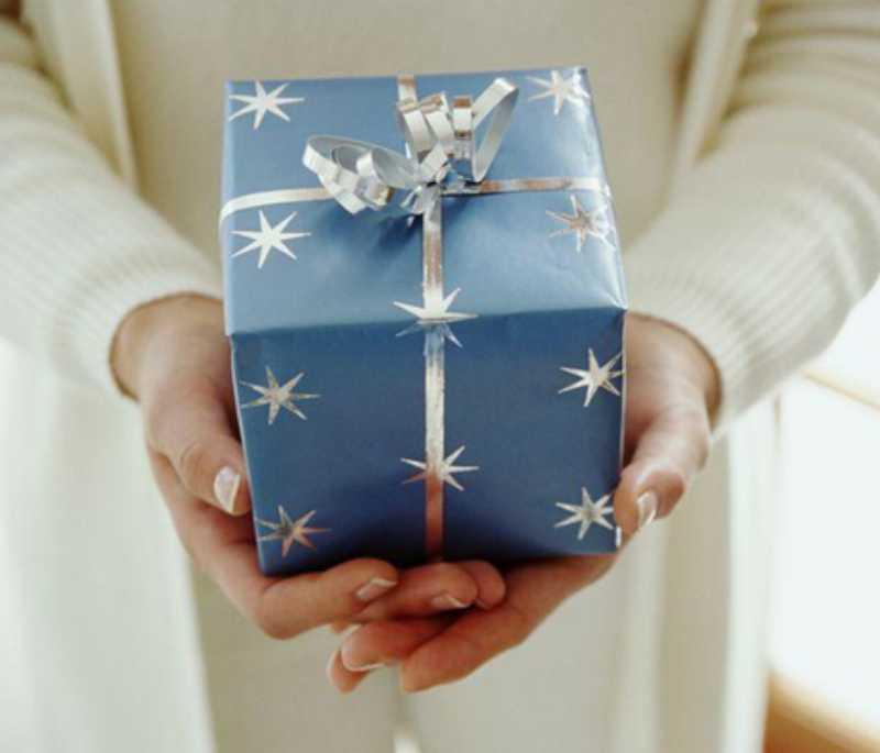 Выбираем подарок мужчине на 23 февраля. Как правильно преподнести подарок мужчине.
