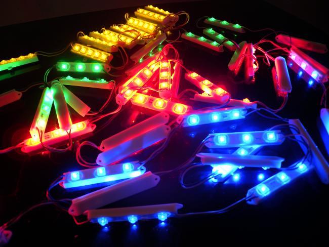 Светодиоды ленточного типа используются для изготовления наружной рекламы.